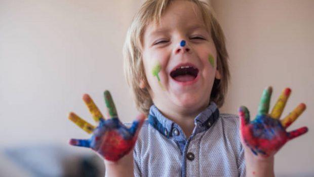 Cómo hacer pintura de dedos casera para los niños