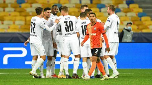 Los jugadores del Borussia celebran uno de sus goles. (AFP)