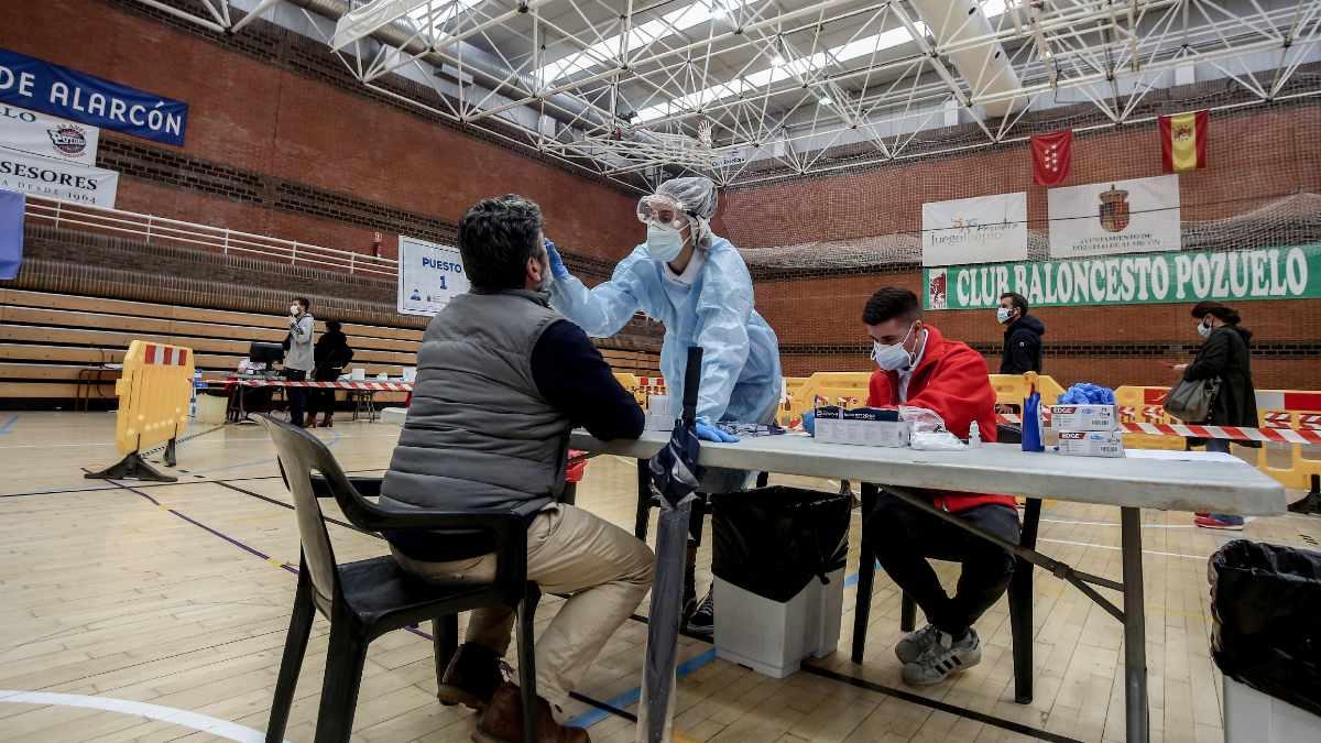 Andalucía supera los 1.500 hospitalizados mes y medio después aunque la curva de contagios se estabiliza