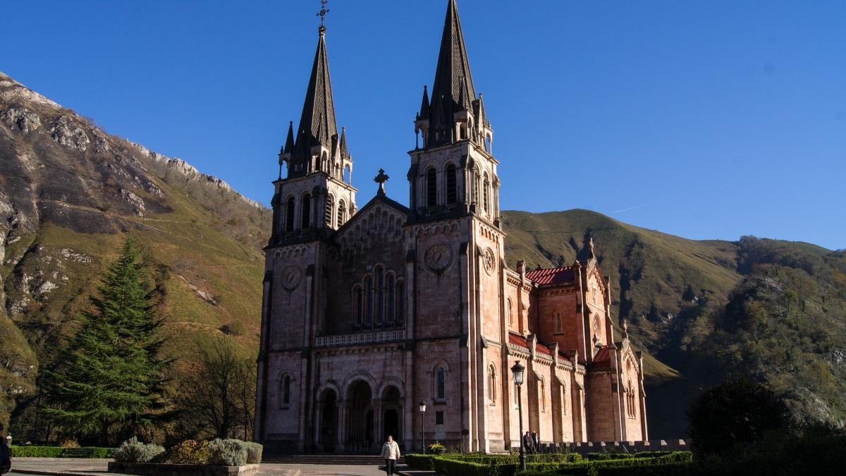 ¿Cómo visitar el Santuario de Covadonga?