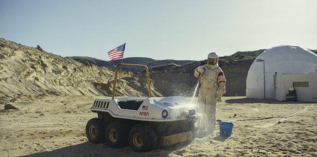 'Moonbase 8', la disparatada comedia del espacio que llegará el lunes 9 de noviembre a Movistar+