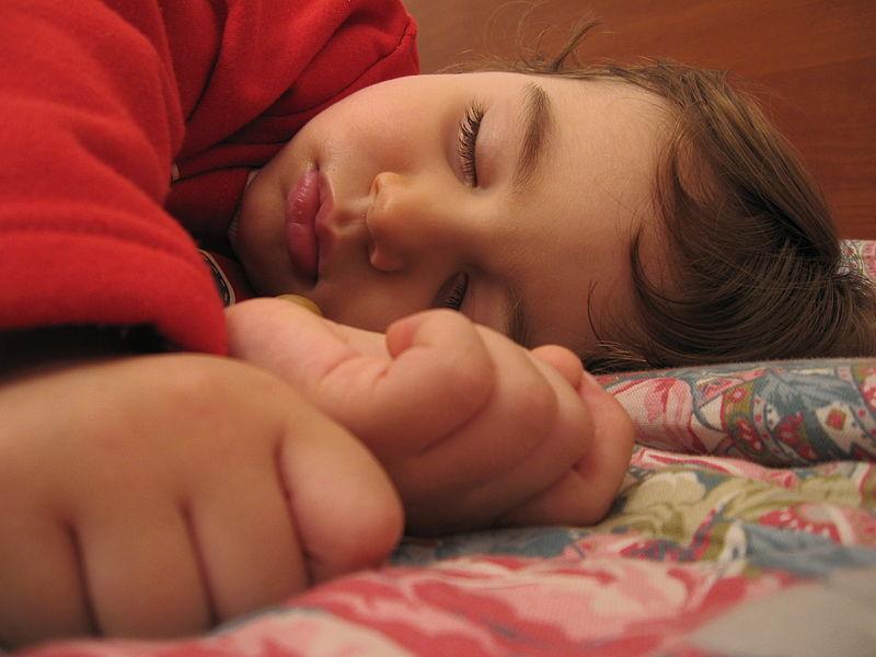Uno de cada cinco estudiantes españoles acude a clase con signos de somnolencia, según los pediatras