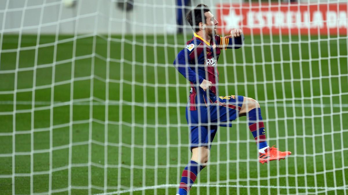 Leo Messi celebra el gol de penalti ante el Betis. (AFP)