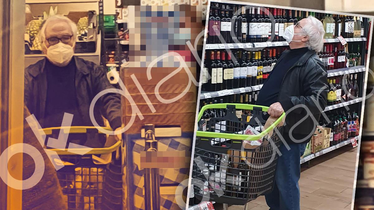 El ministro Manuel Castells haciendo la compra sin escoltas.