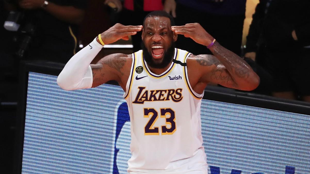 LeBron James celebra la victoria en las Finales NBA ante Miami. (Getty)