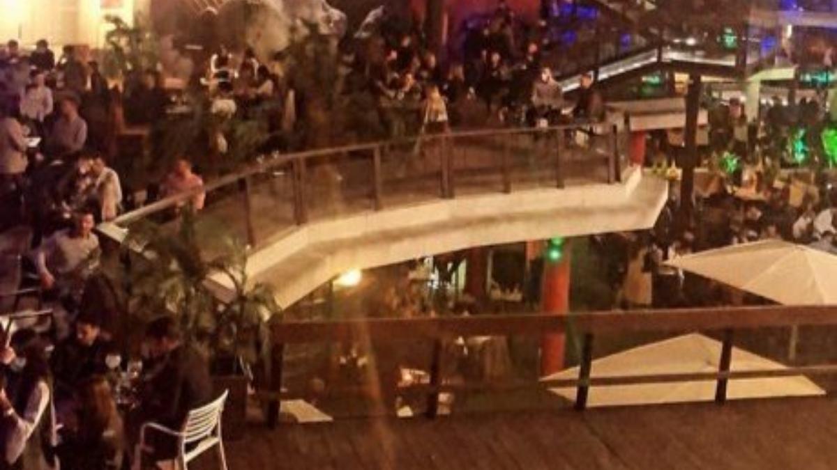 Twitter: Las aglomeraciones antes del cierre de los bares en Murcia indignan las redes sociales