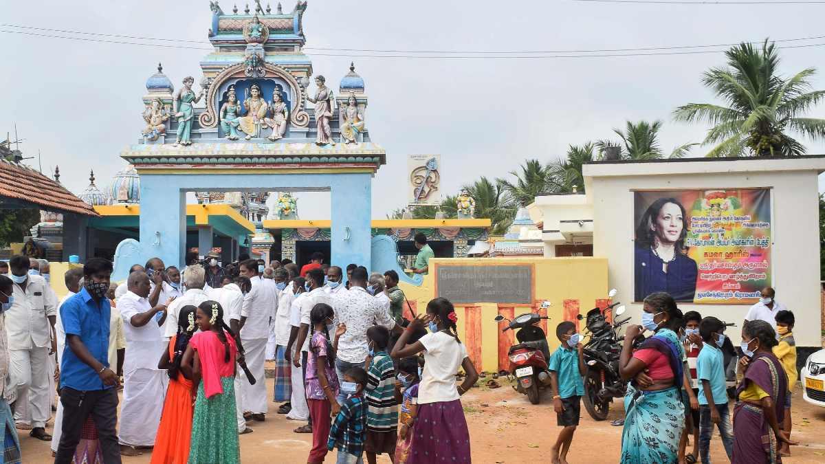 Petardos y festejos en el pueblo indio de los antepasados de Kamala Harris. Foto: EP