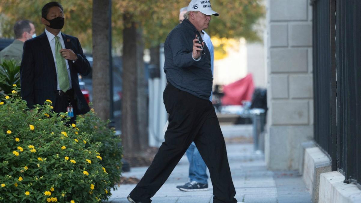 Trump llega hoy a la Casa Blanca tras jugar a golf en Virginia. (AFP)