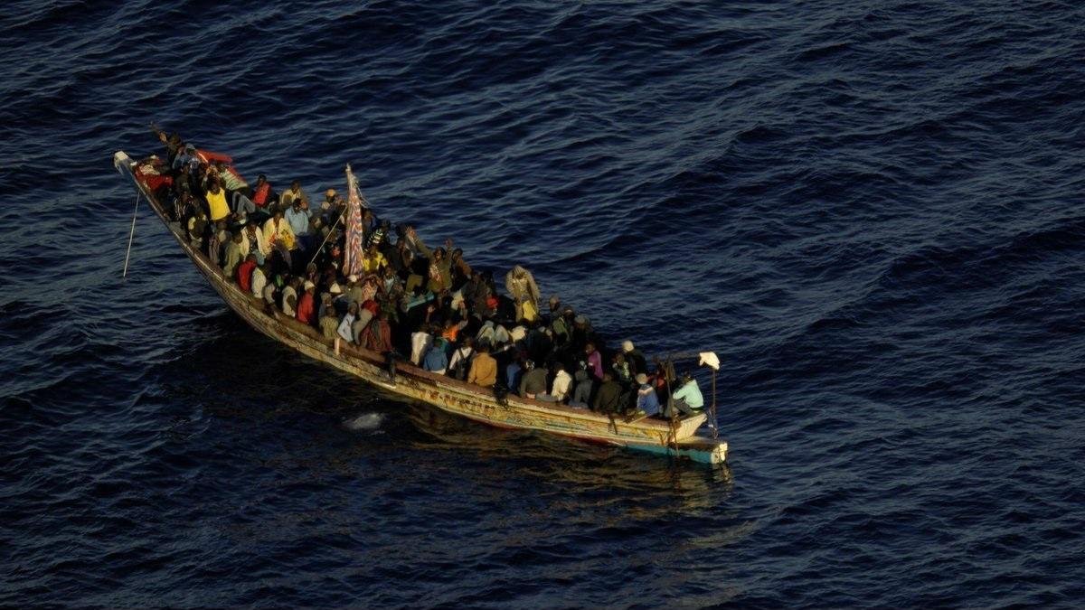 Un cayuco llegando a Canarias. (Foto: Europa Press/Salvamento Marítimo).