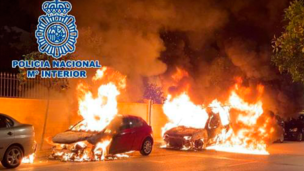 Incendio de vehículos en Fuengirola (Málaga).