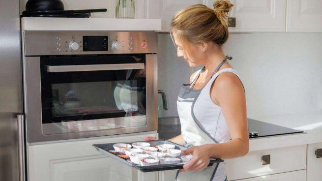 limpiar la bandeja del horno