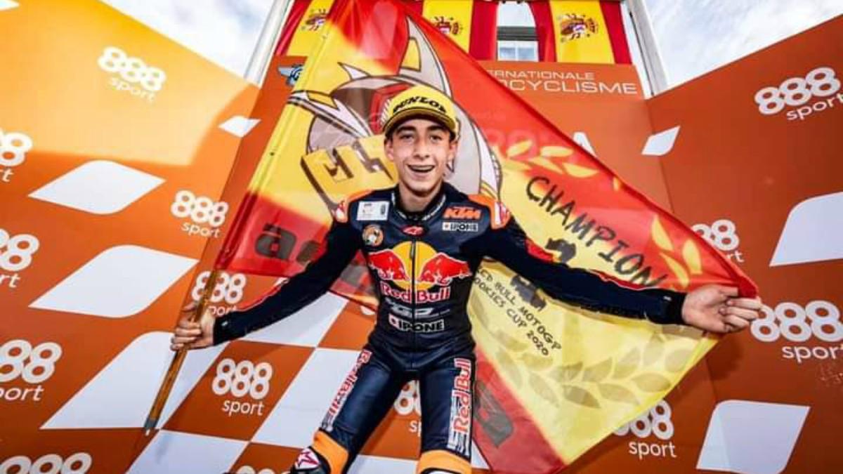 Pedro Acosta celebra el título en la Red Bull Rookies Cup.