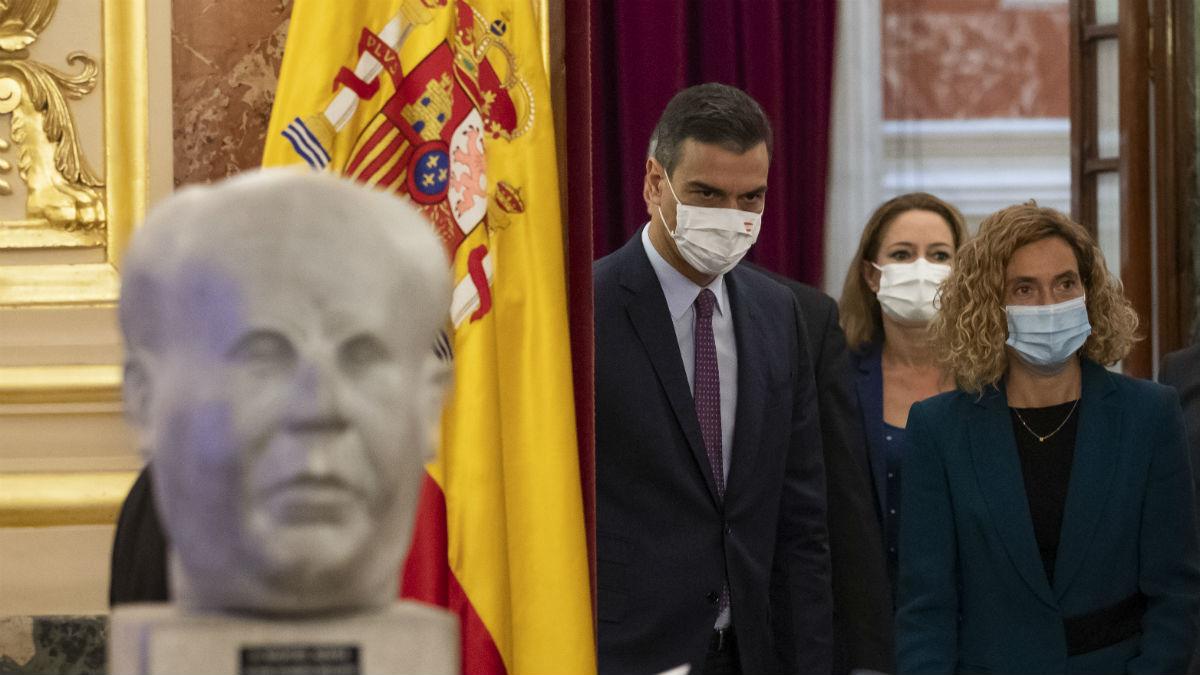 Pedro Sánchez y Meritxell Batet en el homenaje a Azaña en el Congreso. (Foto: EP / Pool)