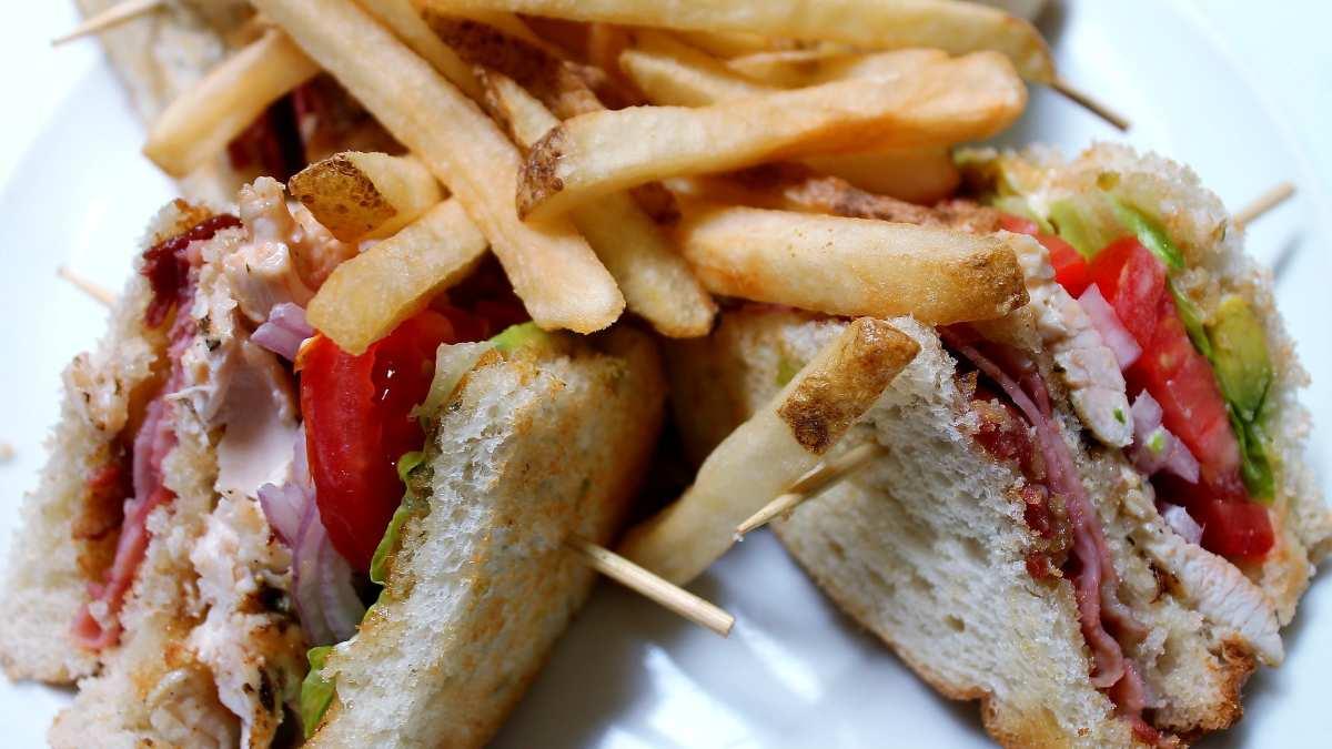 Receta para preparar en casa el mejor sándwich club de los hoteles