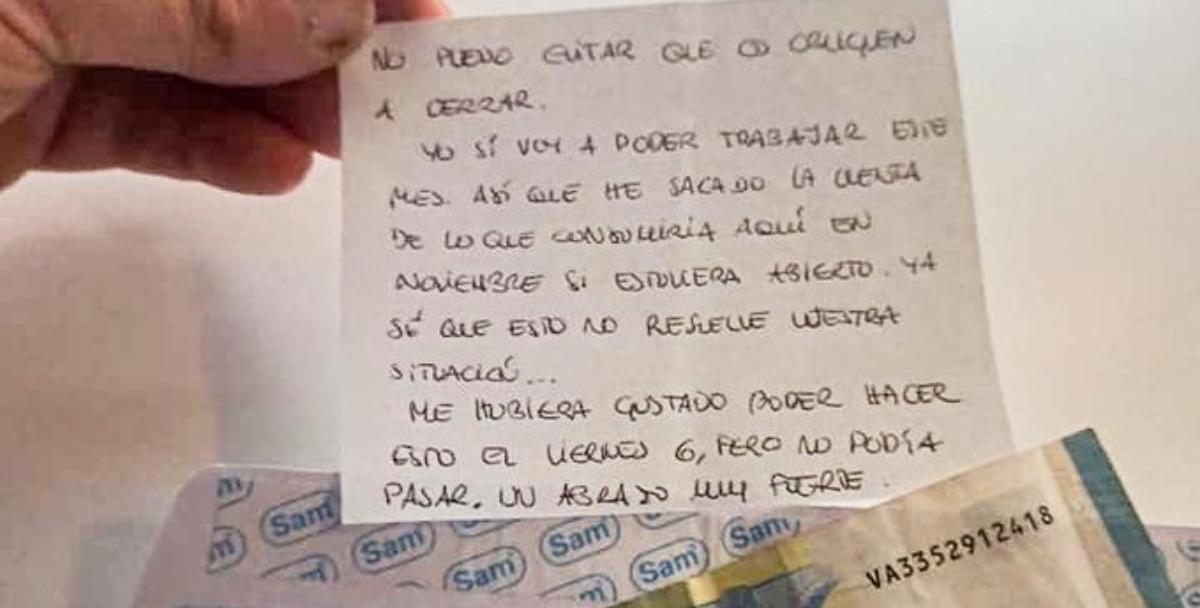 El gesto viral de un cliente de un bar antes de que cierre: le entrega un sobre con el dinero de las consumiciones de un mes