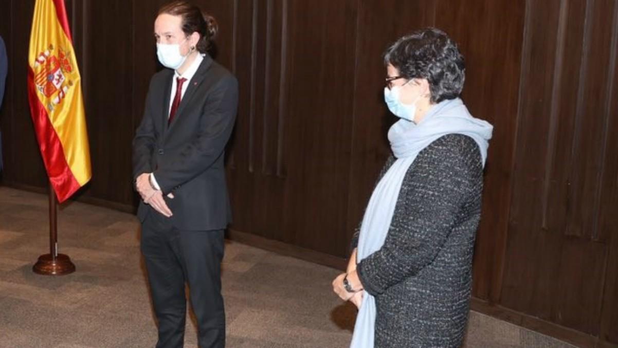 Iglesias, en el reciente viaje Bolivia, junto a Arancha González Laya. (Foto: Europa Press)