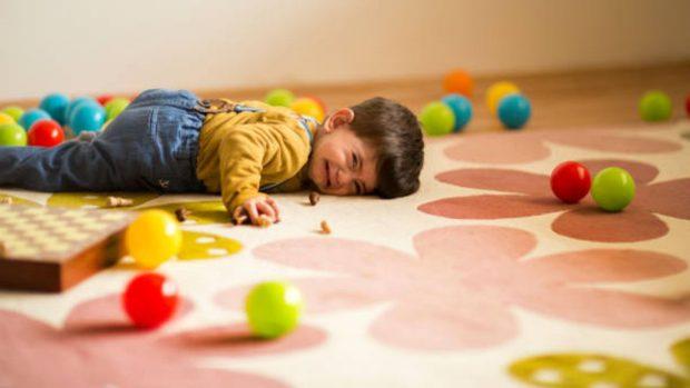 Cómo evitar las rabietas de los niños utilizando el humor