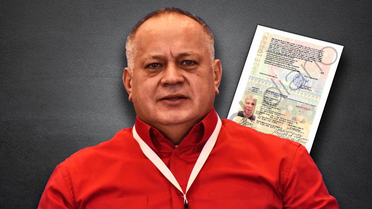 El número 2 del régimen chavista, Diosdado Cabello, ante el pasaporte de Óscar Ciccone.