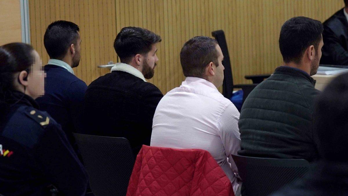 Córdoba.- Tribunales.-AV.-Los acusados de 'La Manada' por abusos a una joven en Pozoblanco se acogen a no declarar