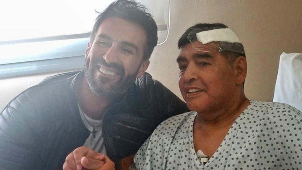 Diego Armando Maradona con su doctor Leopoldo Luque.