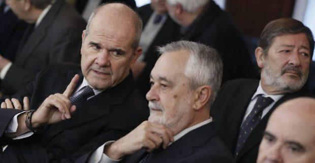 Los ex presidentes de la Junta de Andalucía, Manuel Chaves y José Antonio Griñán, en el banquillo de los acusados del juicio de los ERE.