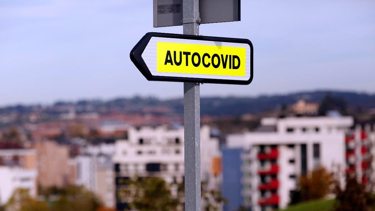 Cartel indicativo del _Autocovid_ del Hospital Universitario Central de Asturias (HUCA). Foto: EP