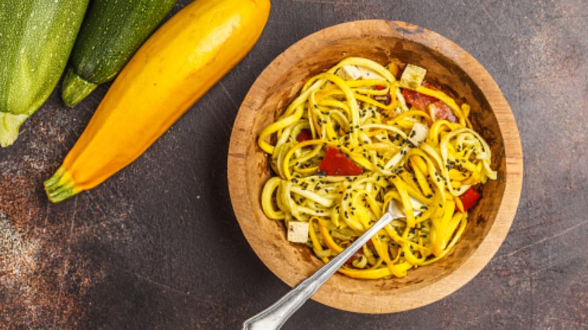 Espaguetis con tofu y salsa de calabacín