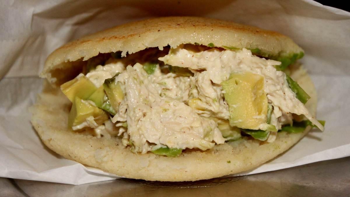 Receta de Minibocadillos caribeños con pollo y aguacate