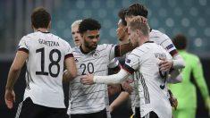 Los jugadores de Alemania celebran un gol de Werner. (AFP)