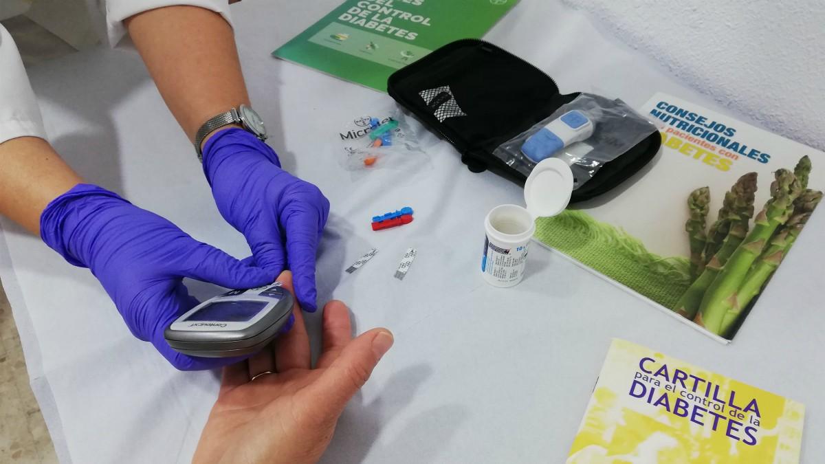 Prueba de control de la diabetes. (Foto: Junta de Andalucía)
