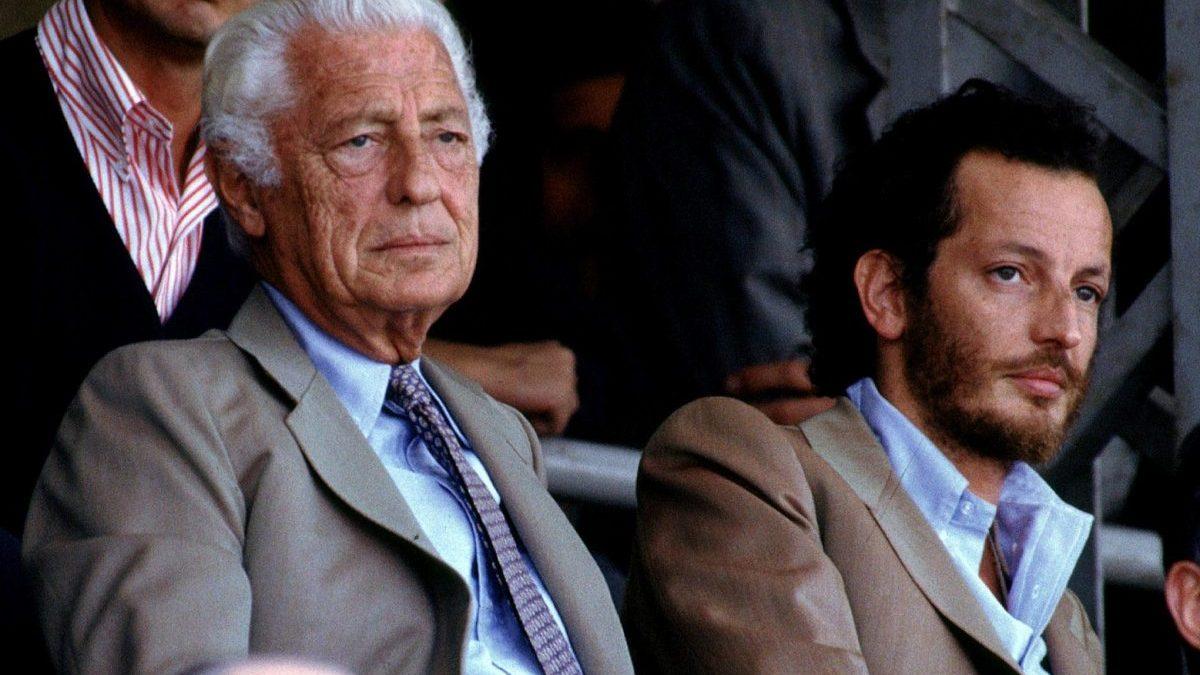 Gianni Agnelli y Edoardo Agnelli viendo un partido de la Juventus en 1990. @Getty