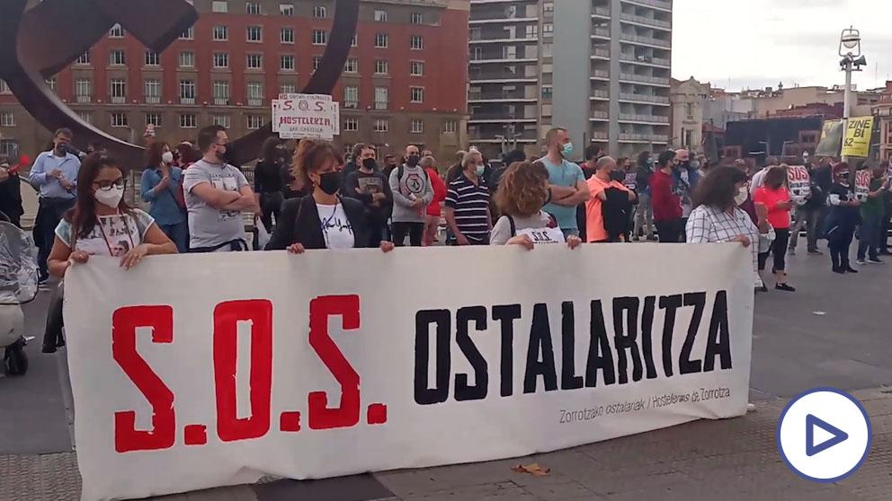 Los hosteleros vascos se movilizan en Bilbao y reclaman ayudas directas por el cierre obligado de los negocios