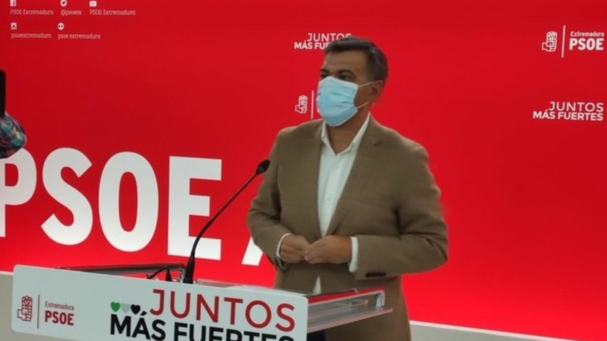 El portavoz del PSOE de Extremadura, Juan Antonio González, en rueda de prensa en Mérida. Foto: EP