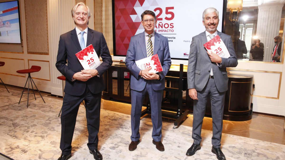 De izq a dcha: Francisco Valencia (Director de Comunicación de Línea Directa), Miguel Ángel Merino (Consejero Delegado) y Carlos Rodríguez (Director Financiero)