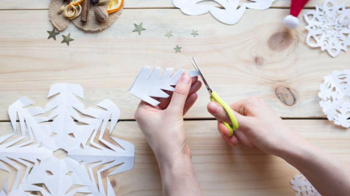 Cómo hacer una guirnalda de Navidad con los niños en casa