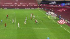 El árbitro anuló un gol a Morata por fuera de juego inexistente.