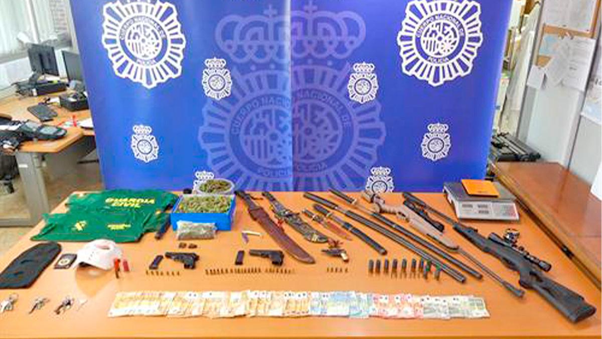 Armas incautadas a mafia okupa de Almería.