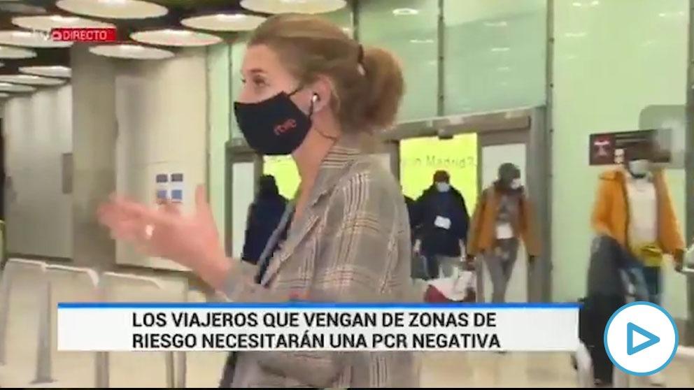 Imagen del telediario de TVE con el cambio de encuadre para no retransmitir la llegada de inmigrantes a Barajas.