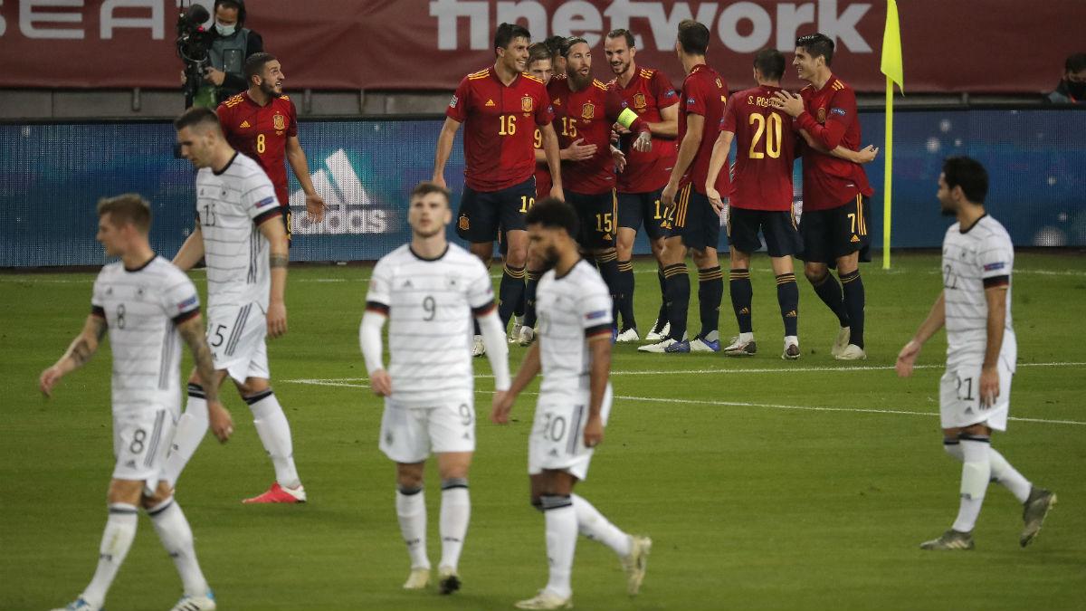 Los jugadores de España celebran el gol de Rodri. (Getty)