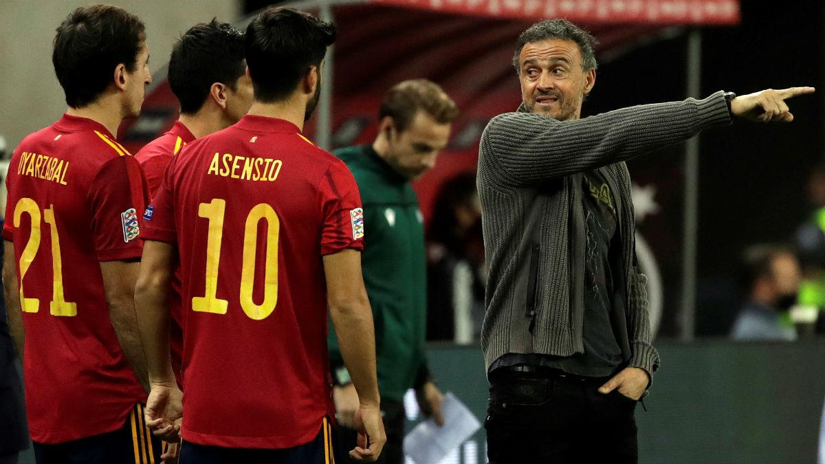 Luis Enrique da instrucciones a sus jugadores en el España-Alemania. (EFE)