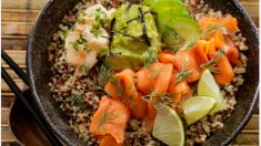 quinoa con salmón con aguacate