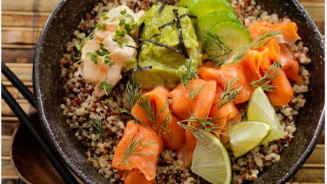 Receta de quinoa con salmón y aguacate