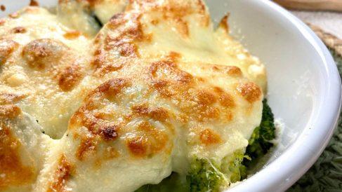 Receta de brócoli gratinado con puré de patata, ajo y tomates