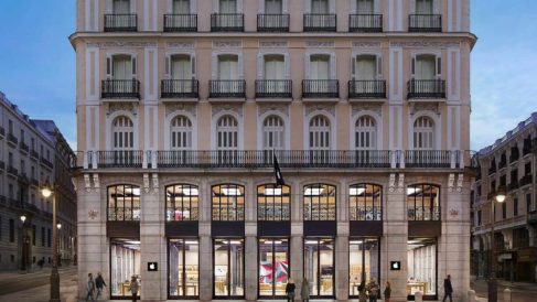 Tienda de Apple en la Puerta del Sol de Madrid