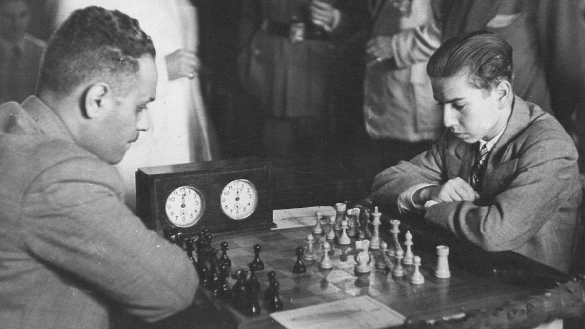 Arturito en una de sus partidas de ajedrez