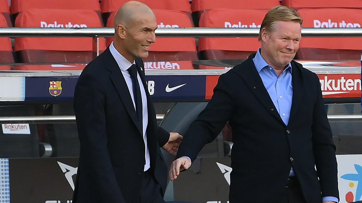 Zidane y Koeman se saludan antes de un Clásico. (AFP)