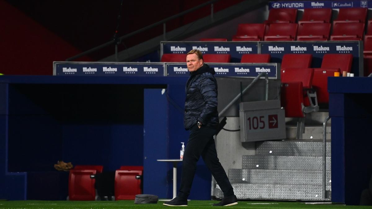 Ronald Koeman abandona el Wanda Metropolitano tras caer ante el Atlético de Madrid. (AFP)