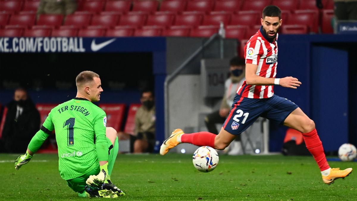 Carrasco regatea a Ter Stegen antes de marcar. (AFP)