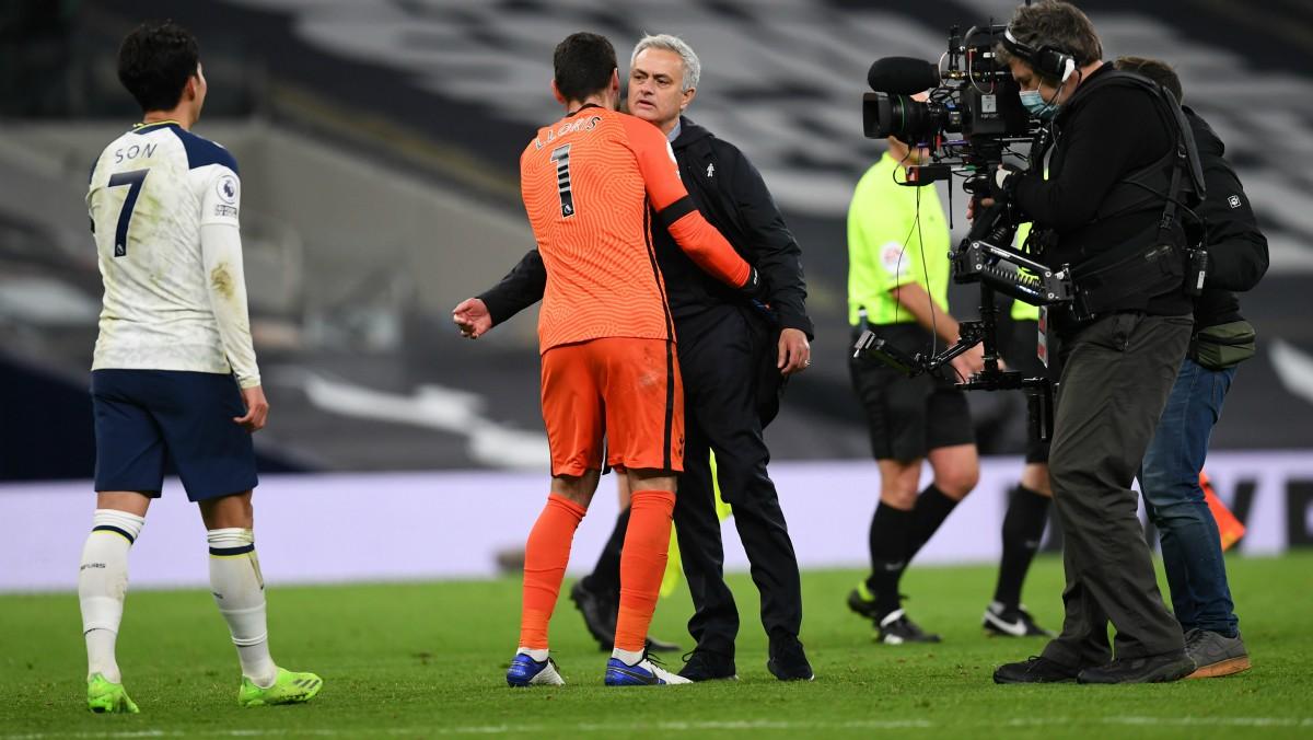 José Mourinho celebra la victoria del Tottenham. (Getty)