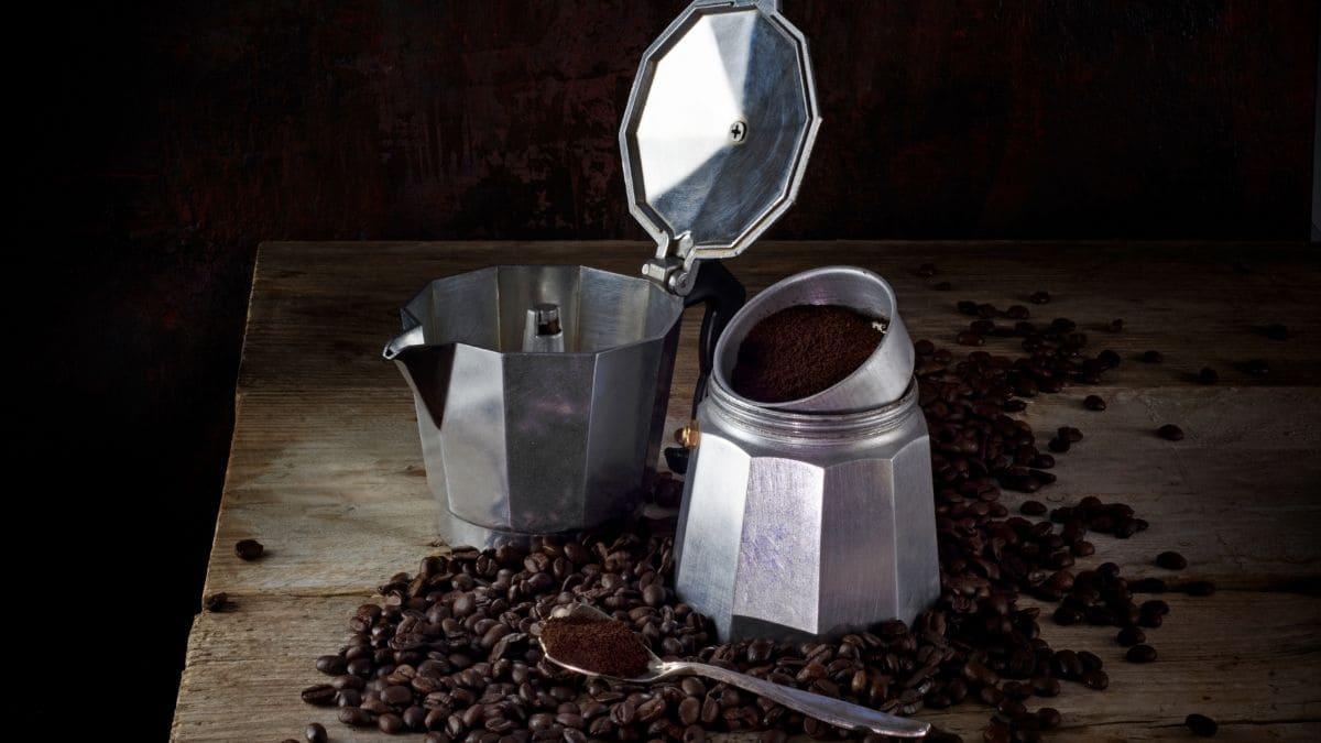 Consejos para limpiar una cafetera italiana.